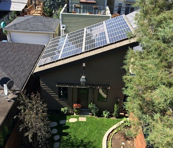 The Most Impressive Green Homes In Chicago By Patrick Sisson With Images Best Solar Panels Solar Panels Architecture