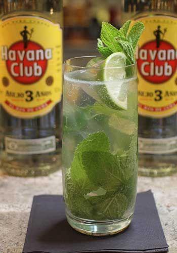Hos Cocktailguiden hittar du massor av recept på drinkar och cocktails! Läs mer om hur du blandar ihop en Mojito