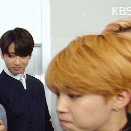 Comprenant parfaitement la signification de ce regard, TaeHyung soupira en se retournant face au rouquin