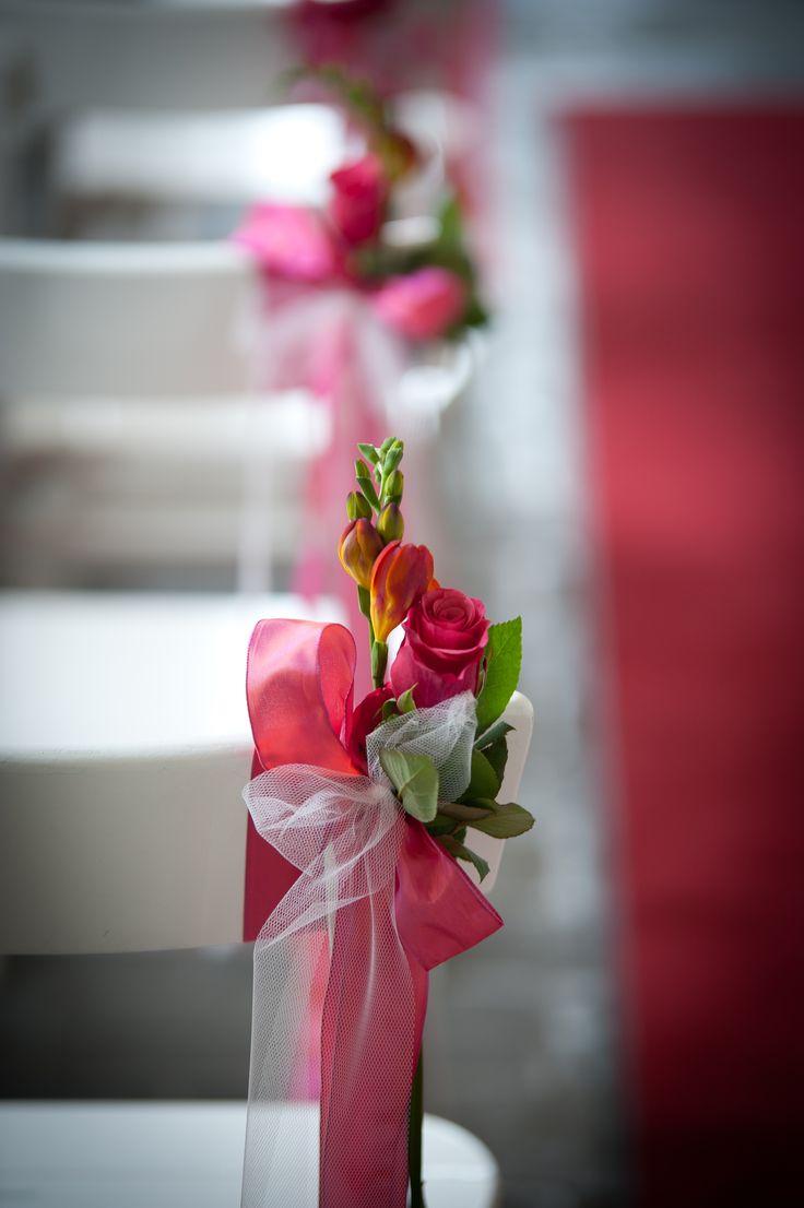 Bloemen voor de aankleding van de trouwlocatie, mooi om langs het pad naar het altaar op te hangen!