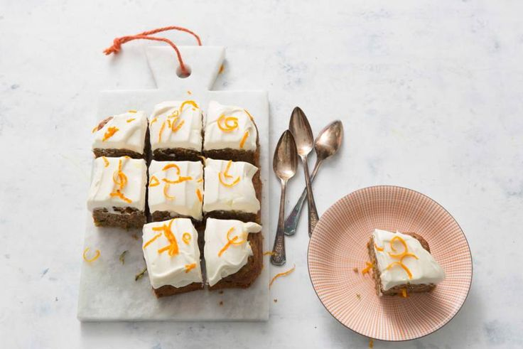 Cake en groente combineren? Dat kan! Deze lekkere cake maak je namelijk met courgette, met een heerlijke yoghurtfrosting on top. – recept – Allerhande
