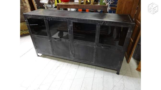 buffet style industriel en m tal et portes vitr es ameublement morbihan. Black Bedroom Furniture Sets. Home Design Ideas