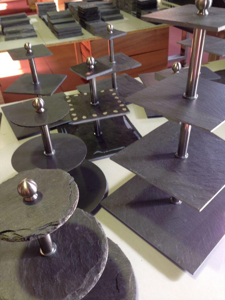 Haz tus presentaciones en vertical utiliza #torres para #catering ##eventos #presentaciones #mesachic #bodas #desfiles #moda #gastronomía ahorra espacio con nuestras #torresdepizarra #elegancia #funcionalidad #calidad #diseño VENTA ONLINE www.platosypizarras.com