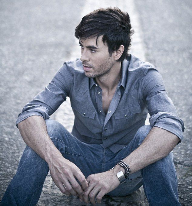 Chat with Enrique: The star has called in his famous friends for his new album, you can ask him more about it when you meet him...just enter our competition below