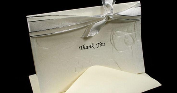 Saudações adequadas para uma nota de agradecimento. Se você ganhou um presente, é sempre educado enviar uma nota de agradecimento após recebê-lo. Isso reconhecerá a generosidade e permitirá que o remetente saiba que o gesto foi apreciado. Existe uma etiqueta apropriada para seguir ao escrever um agradecimento.
