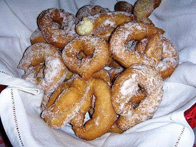 Le nacatole sono dolci tradizionali della Calabria.  L'area di produzione e in particolare è il territorio del comprensorio della Locride, i...