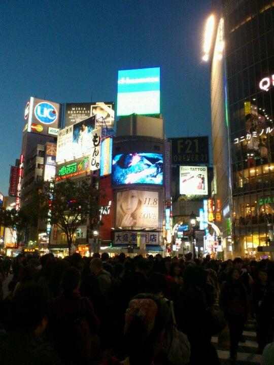 渋谷駅前 スクランブル交差点 (Shibuya Crossing) in 渋谷区, 東京都