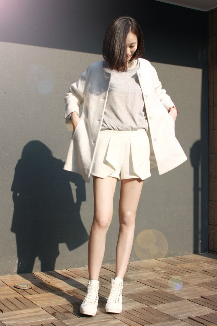 All white outfits paired with a simple haircut for a simple yet chic look