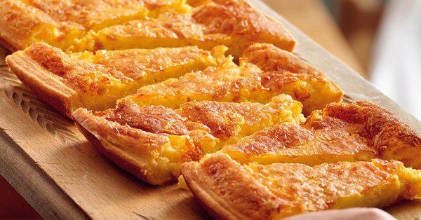Die Schweizer sind bekannt für ihren Käse. Zwei besonders würzige Sorten, nämlich Appenzeller und Greyerzer, nehmen Sie für ihre Käsewähe.