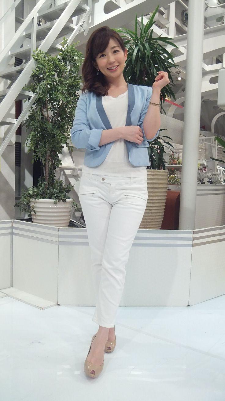 パンツスタイルの松尾由美子