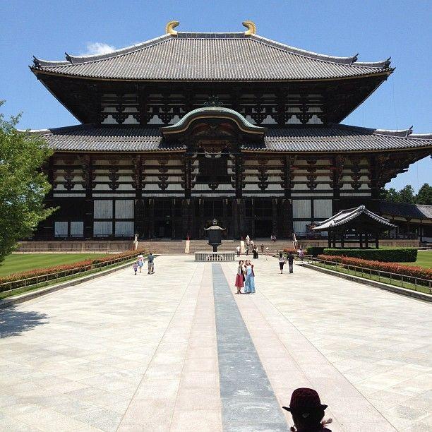 World Heritage Site (one of many sites in the Nara area)  東大寺 大仏殿 (Todai-ji Daibutsu-den) in Nara, 奈良県