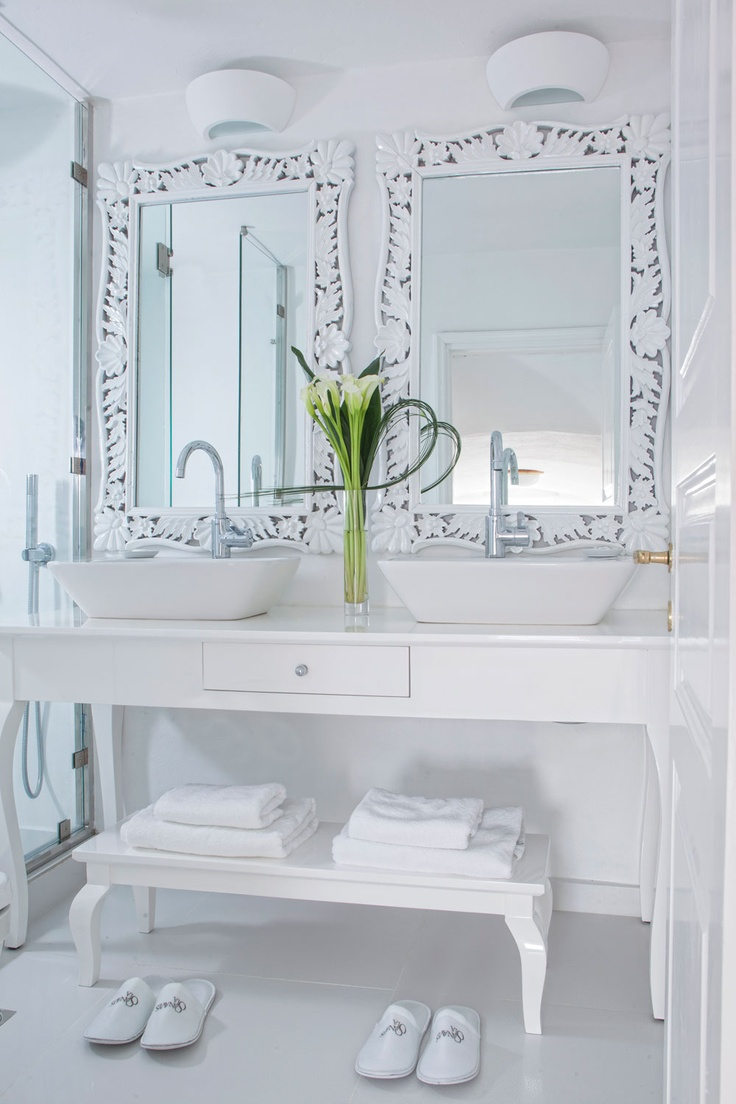 I love beautiful white clean gorgeous bathrooms... his/hers...   www.asiminatours.com