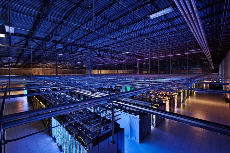 Des datacenters de 10 000 mètres carrés. Où Google y héberge notamment son moteur de recherche et Youtube.