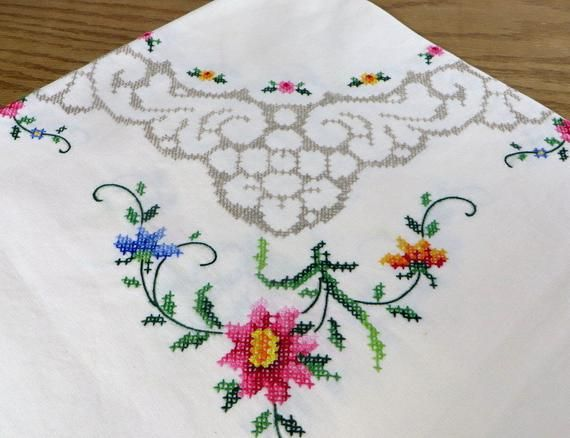 Vintage Tablecloth Cross Stitched With 6 Matching Napkins Etsy Vintage Tablecloths Floral Cross Stitch Cross Stitch