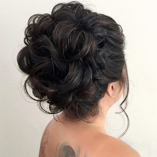 Oh ya. This high updo trend is in full swing and I love it! Takes me back to my roots. I think we can credit @elstile and @lalasupdos (I'm probably missing a few others here) for making women fall in love with high updos again.