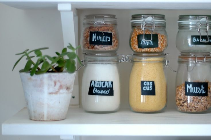 Mar Rojo 19 D.I.Y. How I organized my pantry (I) How I got it all organized in open shelves, mason jars and  chalk labels