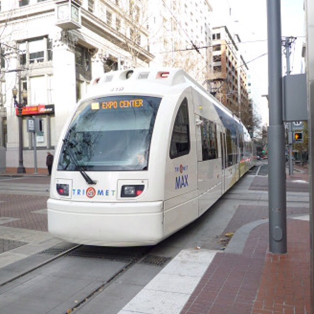 Trimet MAX Trains | above ground subway