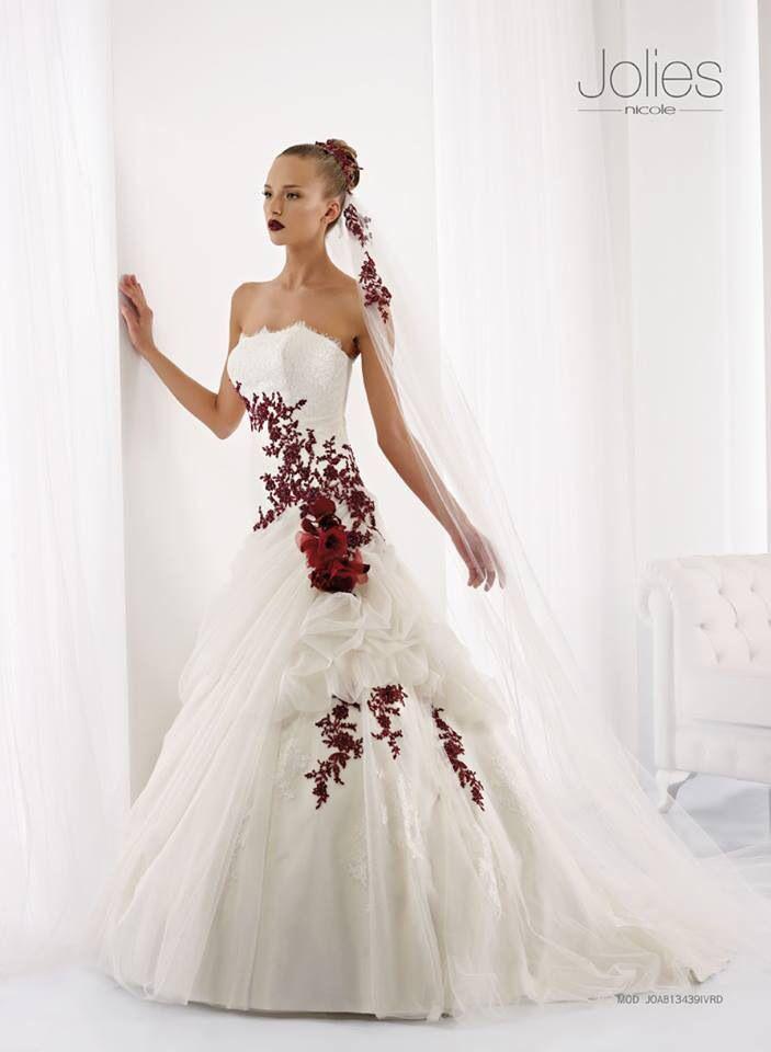 www.ilgiardinodellasposa.net abito da sposa con ricami rossi di #Jolies by #Nicole. Voi lo scegliereste?