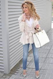 Resultado de imagen de combinar una falda corta de encaje beige