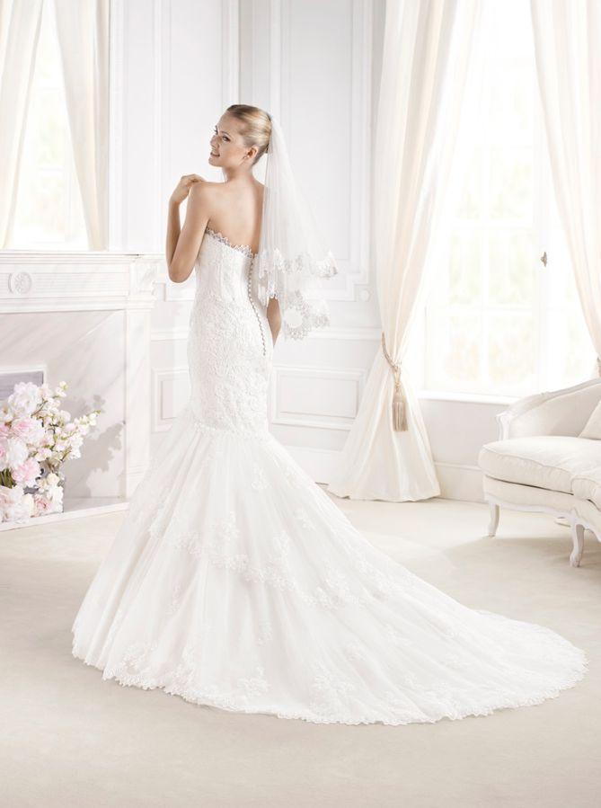 """Espalda del #vestido de #novia de la colección """"La Sposa 2015"""" con corte sirena, de encaje, palabra de honor. Modelo EVANGELINE. chantu.es"""