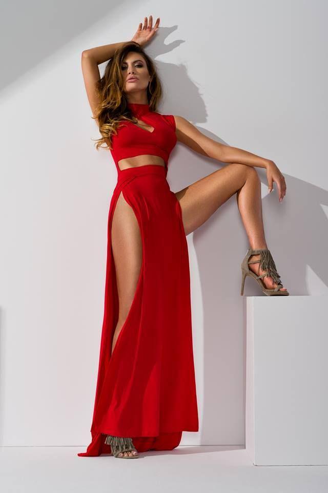 les 676 meilleures images du tableau robe longue rouge sur pinterest. Black Bedroom Furniture Sets. Home Design Ideas