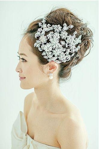 ビジューが主役! ウェディングドレス・カラードレスに合う〜アップの花嫁衣装の髪型まとめ一覧〜