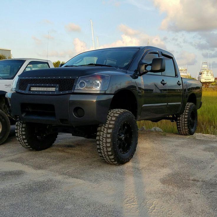 2004 Nissan titan 9 inch lift 35x12.50x18