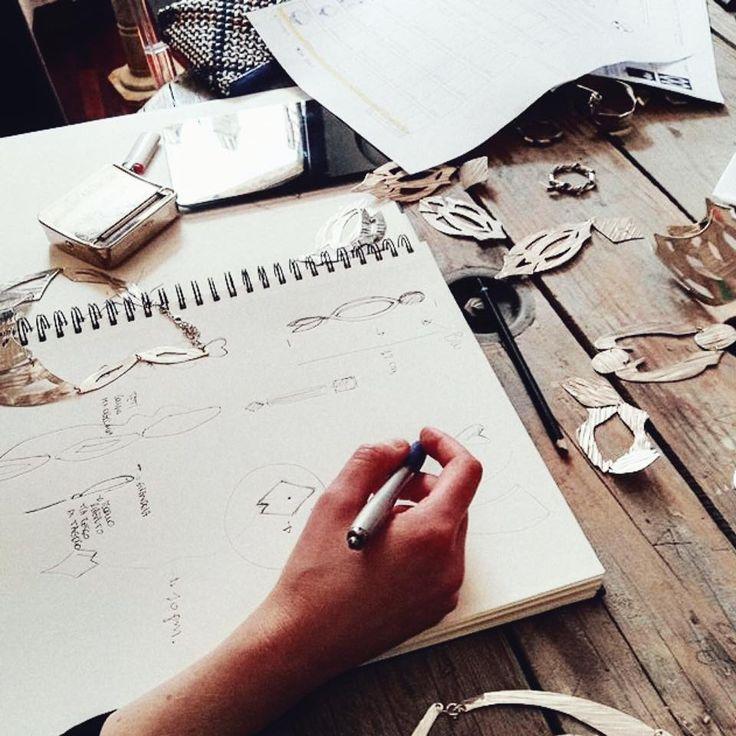 """Quando gli incontri sono """"scontri"""": di passioni di idee di chiacchiere...le ore passano veloci e i progetti prendono forma...Bella giornata con Laura e Stefano New project.... #bluepointfirenze #jewelrystore #jewelsdetail#jewelrydesign #newproject #handmadejewellery #madeinitaly #irlampia#art#artist #silverearrings #bigearrings #grandimaleggeri #fashionissimi #instamoments"""
