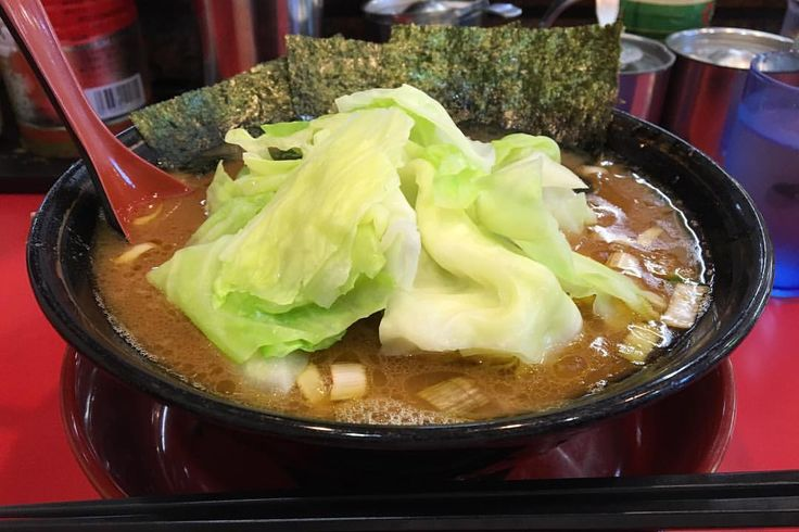 2017/08/06(日) 下永谷「環2家」 家系中の家系、パンチの効いたショッパ系スープにキャベツをトッピングでマイルドに変身。おいしかったー♪ #麺活 #麺スタグラム #ラーメン #横浜家系ラーメン #家系ラーメン #横浜 #環2家