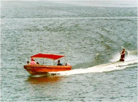 Paseo en lancha con wakeboard