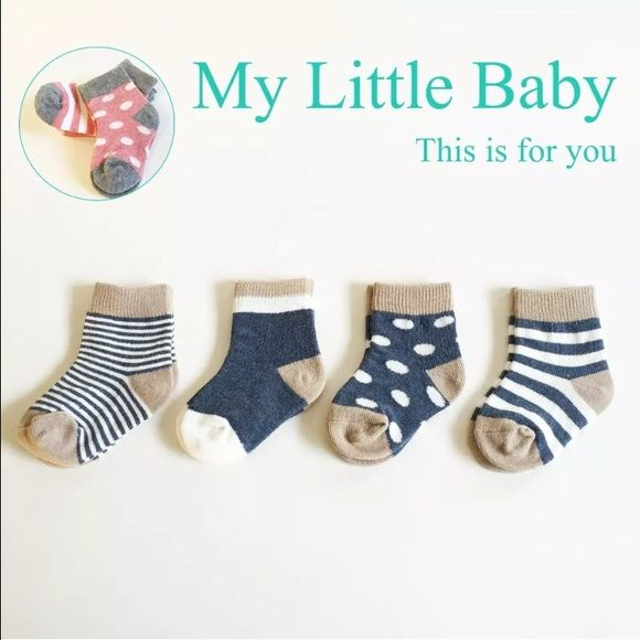 Cute Baby & Toddlers Socks! Boys and Girls 4 pack. I have blue and pink available. There are 2 size xs for 0-6 months and s for 6-12 months. Please ask color and size, If not It will be random.  Other
