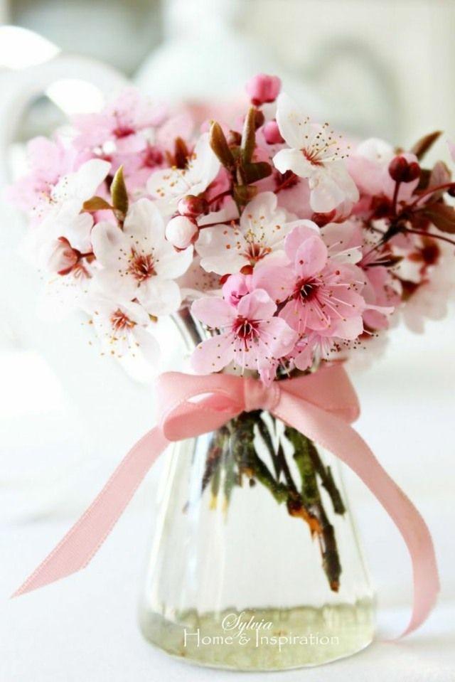 Un petit bouquet de fleurs de cerisier très aromatique et...joli !
