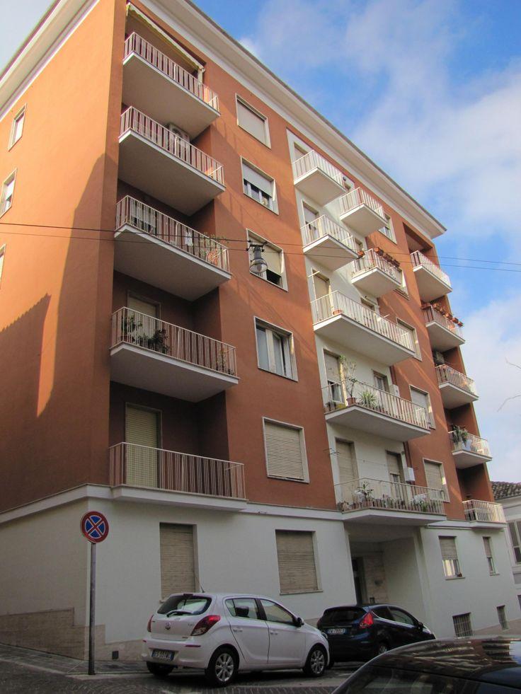 Chieti A due passi da piazza Matteotti - Appartamento in condominio recentemente ristrutturato composto da ingresso, sala, cucina abitabile, 2 camere da letto e bagno. Ampio balcone. Cantina.