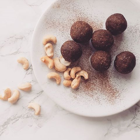 Energy balls at the ready for the week ahead. Typical I have the sweet treats prepared but nothing else. This week I made them cashew, cinnamon and cacao flavoured. The challenge is to not eat them all in one go!   • • •  #tuesday #morning #energy #energyballs #healthy #healthyeating #body #mind #nutrition #raw #organic #natural #food #instafood #protein #vegetarian #veggie #chocolate #cacao #sweets #cinnamon #cashew