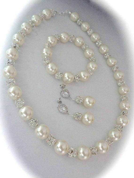 Pearl necklace // Brides necklace // Sparkling Rhinestones // Chunky Pearl necklace // Bridal Jewelry // FABULOUS //