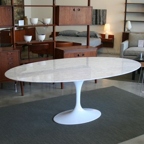 Tulip Style Oval Dining Table Featuring A Beautiful Oval