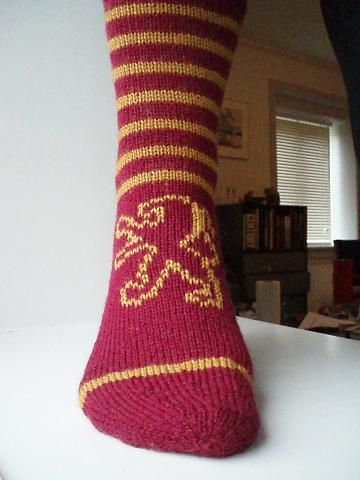 go gryffindor socks, knitted