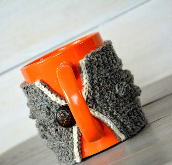 Coffee mug cozy. Mug cozy with cable pattern. Knitted natural wool grey tea mug cozy. Mug warmer. Tea cup cozy. Vintage metal button.  Knitted