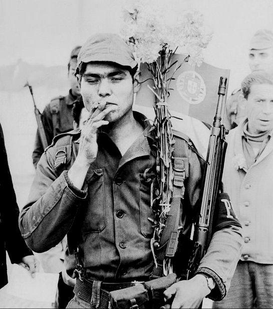 El blog del viejo topo: 40º aniversario del 25 de abril y de la revolución de los claveles. (3) 75 imágenes para la historia de una revolución.
