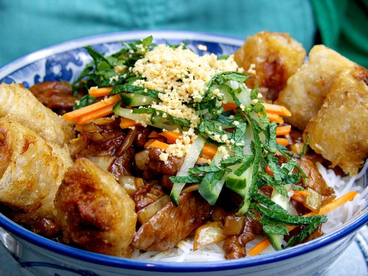 Niveau de difficulté Assez Facile Temps de preparation 1 heure Portion 4 personnes Imprimer la fiche recette Spécialité vietnamienne à ma façon, fraîche et nourrissante,le bo bun est composé de vermicelles de riz, de nems, de bœuf et de légumes croquants… le tout accompagné d'herbes aromatique comme la menthe fraîche et la coriandre. Liste des …