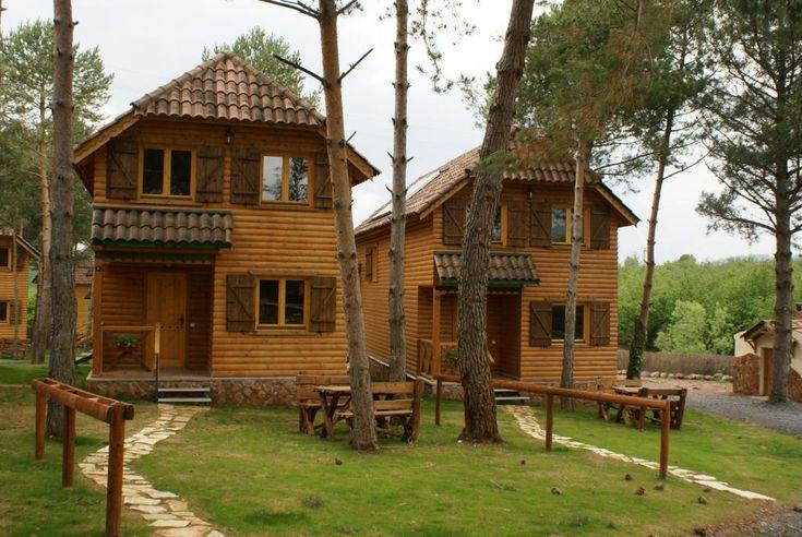 Prades - Casas Rurales El Xalet de Prades con SPA - - El Xalet de Prades es un apart hotel rural formado por un conjunto de casas de madera y una gran casa rural con 1 apartamento y 2 suites rurales con jacuzzi privado en la parte superior, situado en ...