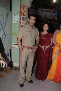 Sonakshi Sinha and Salman Khan on the Set of Diya Aur Baati Hum Tv Serial.