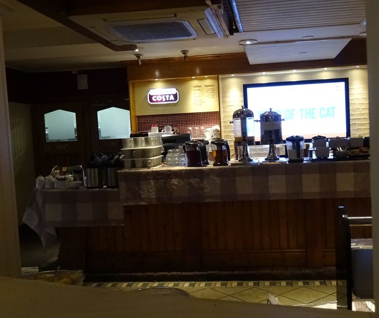 Queens Crossing Brewers Fayre bar