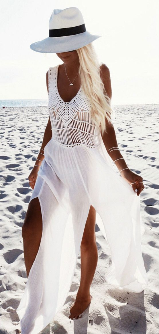 Try this V Neck Sleeveless Slit Chiffon Beach Dress on and you will be stand out from the crowded. More surprise at AZBRO.com