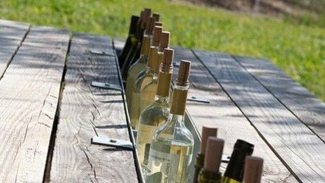 Add a rain gutter to a picnic table for a built-in drink cooler: Built Ins, Drinks Coolers, Picnic Tables, Builtin, Outdoor Tables, Picnics Tables, Great Ideas, Picnictables, Wine Coolers
