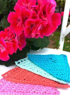 Gehaakte bonte vlaggenlijn / Crochetet bunting. #HipmetHaken