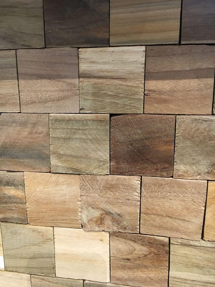 Wood pannel, bestaande uit kleine teak houten blokjes