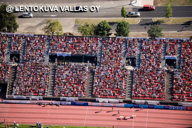Tampere, Ratinan stadion, Kalevan kisojen yleisöä Ilmakuva: Lentokuva Vallas Oy