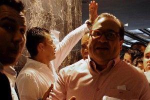Un fotoperiodista de la agencia AVC Noticias, que omitió su nombre por miedo a represalias, fue agredido el día de ayer por un escolta del Gobernador de Veracruz, el priista Javier Duarte de Ochoa, quien lo empujó y lo tiró al suelo durante un evento delMovimiento Territorial del Estado de Veracruz, ligado al Partido […]