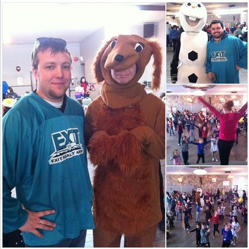 #FamilyDay2015 We had some plush friends show up and take pictures with #EXIT #realtors #ShanePitre and #AdamBoulet, then we all did some #Zumba! What fun!! #TessierTeam #Embrun